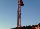 Übung der Absturzsicherung auf einer Baustelle im Heidfeld._9